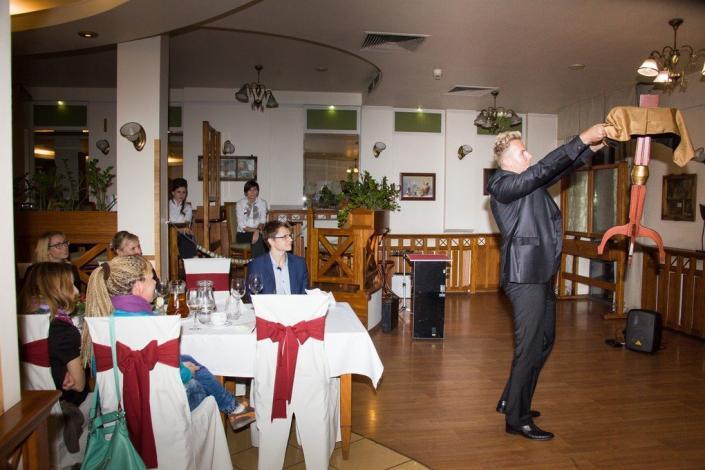 Pokaz iluzji - latający stół